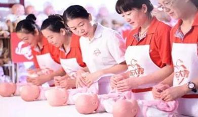 这家培训学校的育婴师培训内容丰富吗?